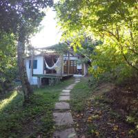 Casa no meio da mata, mas bem perto da praia, hotel in Moreré