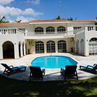 Baoba Breeze Bed & Breakfast- beachfront paradise, hotel in Cabrera