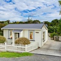 Kowhai Cottage & Studio - Raglan Holiday Home