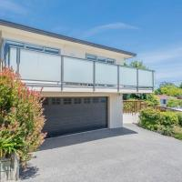 Sun on Seaview - Paraparaumu Beach Holiday Home