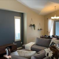 NEW! Rustic Modern Lethbridge Home, 12 Guests