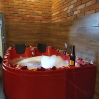 Cracow Jacuzzi Apartments - Red Room