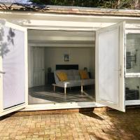 The Getaway - new modern secluded gated studio sleeps 4