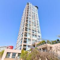 Large 1 Bedroom Suite Right Next Rogers Arena with Hot Tub!