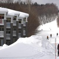 Ski-in, ski-out chaleureux studio loft au pied des pistes de ski, hotel em Stoneham