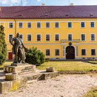 Ubytování 8, hotel en Jaroměř