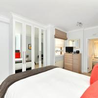 Baker Street Apartment Sleeps 4 with WiFi
