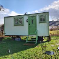 The Old Mill Shepherds Hut, hotel in Okehampton