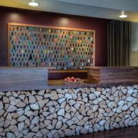 The Redwood Riverwalk Hotel, hotel in Fortuna