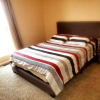 Lovely Space to Rest in a Cozy Queen Bedroom, hotel in Thornton
