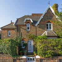 SUPERB cottage in the heart of Wimbledon Village