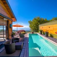 Lake View Villa with Swimmingpool