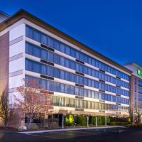 Holiday Inn Hotel & Suites Warren, hotel in Warren