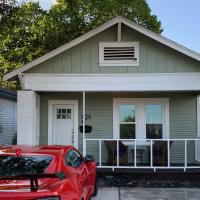 Awesome Houston Bungalow Close to Downtown