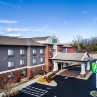 Holiday Inn Express & Suites Rocky Mount Smith Mountain Lake