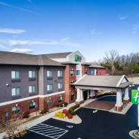 Holiday Inn Express & Suites Rocky Mount Smith Mountain Lake, hotel in Rocky Mount