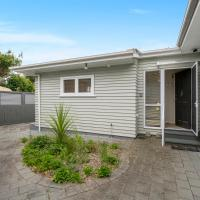 The B-flat at Kapiti Views - Paraparaumu Holiday Home