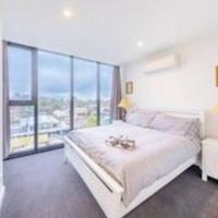 Modern Luxury 3 Bedroom Apartment with Sea Views, hotel near Moorabbin Airport - MBW, Cheltenham