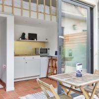 Tiny house w/ terrace in Saint-Ouen flea market, 10 min to Paris - Welkeys