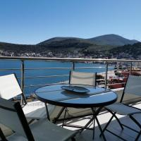 Sea breeze holiday apartment, hotel in Amfilochia