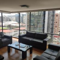 One bedroom apartment with great view, hotel em Quito