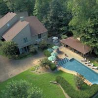 The White Elephant Inn Getaway with Pool and Hot Tub!