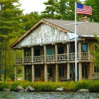Parthenon - Adirondack Lake side home - Upper Saint Regis Lake, hotel in Saranac Lake