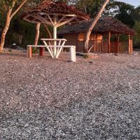 Tanna Early Beach Bungalows, hotel in Ipenyen