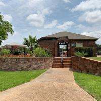 Sweet Range Style House - Bungalows for Rent in San Antonio