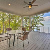Waterfront Lake Norman House with Private Deck!, отель в городе Мурсвилл