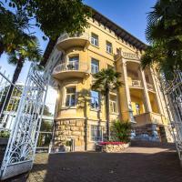 Hotel Villa Eugenia, отель в Ловране