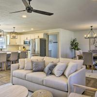 Chic Retreat with Deck about 9 Mi to Downtown Springfield, hotel v destinaci Ozark