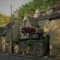 Sackville House a riverside, grade II cottage, Bibury, up to 6 people, hotel in Cirencester