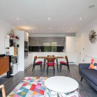 Stylish 2 Bedroom Apartment With Views of the River Lea