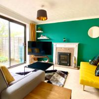 The Cosy House in Central MK with FREE Parking & Netflix by Yoko Property