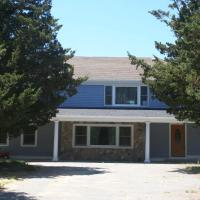 #535: Spacey home minutes to Nauset Beach & walkable to the best of East Orleans!, hotel in Orleans