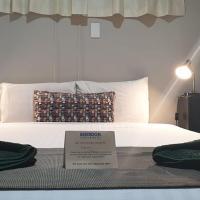 Smerdon Lodge Motel, hotel in Horsham