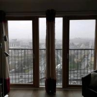Light and bright no fuss apartment, hotel in Neilston