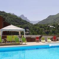 Domaine de la Vallée d'Ax, hotel in Ax-les-Thermes