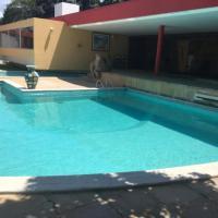 Casa de Veraneio em Maria Farinha com Piscina e Churrasqueira, hotel in Maria Farinha