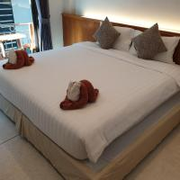 OYO 853 The Grand Koh Chang Hotel, Hotel im Viertel White Sands Beach, Ko Chang