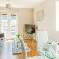 Modern Two Bedroom Apartment with Free Parking, Wifi and Netflix by HP Accommodation