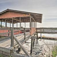 Waterfront Colonels Island Home Boat Slip and Dock!, hotel in Midway