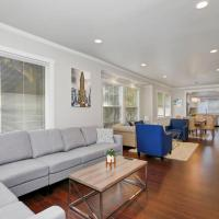 Centrally Located Luxury Craftsman Home w/ Garage!