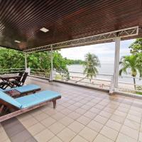 Beachfront Bangalow Private room, hotel di Tanjung Bungah