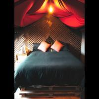 Unique cosy vibrant private room