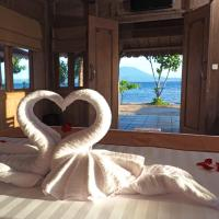 Blue Harbor Beachfront Villas & Resto, hotel in Nusa Penida