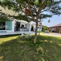 Pon Resort, hotel in Ban Phe