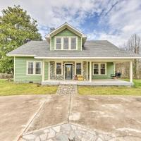 Elegant and Spacious Home, 18 Mi to Lake Norman, hotel in Lincolnton