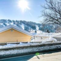 The Perfect Ski Getaway: Cozy Cottage With a View, hotel em Saint-Sauveur-des-Monts